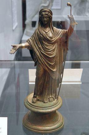 Bronze_statuette_of_Juno_Regina,_2nd_half_of_2nd_century_AD,_Staatliche_Antikensammlungen,_Munich_(8956810497)
