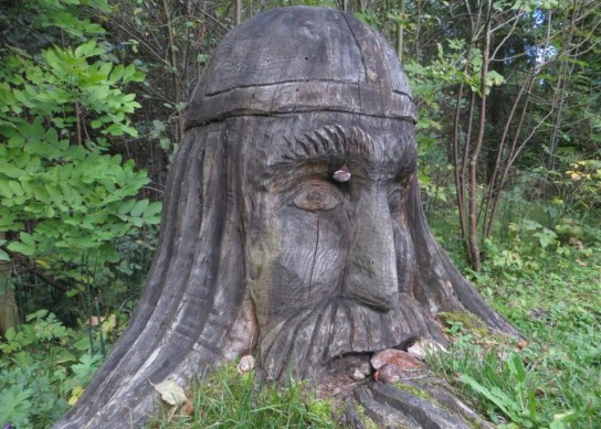 A-wooden-sculpture-of-Lembitu-a-13th-century-Estonian-pre-Crusade-ruler-940x673