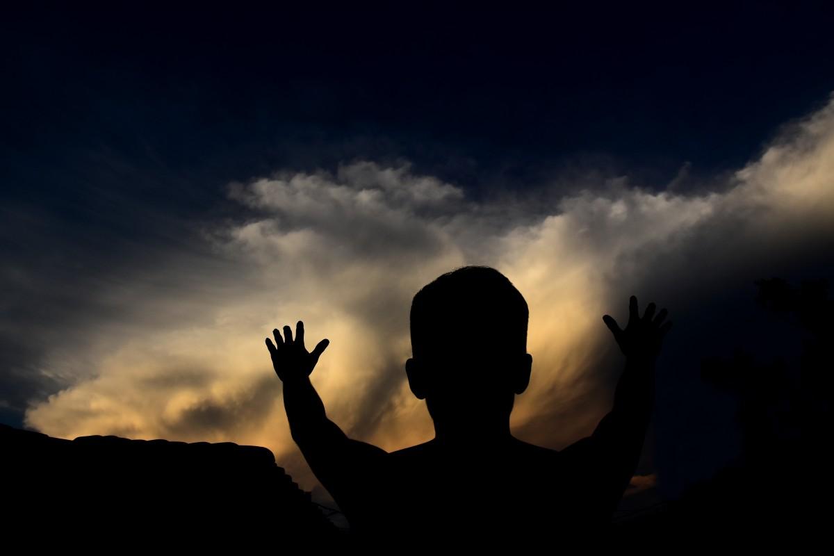 clouds_dark_dawn_dusk_outdoors_person_silhouette_sky-956876.jpg!d